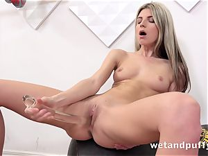 moist delicious coochie with yoga stunner Gina Gerson