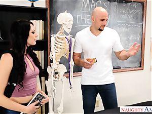 Megan Sage demonstrates student hatch to stiffy