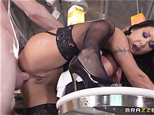 super-naughty maid Angelica Taylor smashed in her rosy pucker
