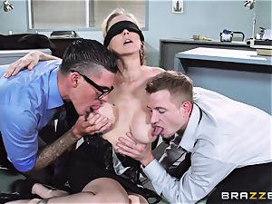 killer boss Julia Ann gets a double creaming