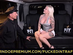 poked IN TRAFFIC - passionate blondes car triangle humping