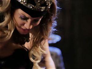 Mean queen Jessica Drake in torrid boinking parody