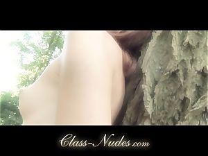 Solo chick plays lascivious striptease outside