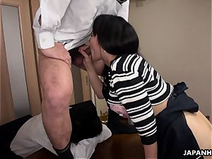 drizzling her wet vag and she loves