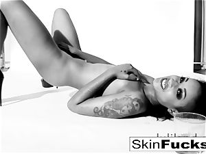 skin Diamond playing with her humid gash