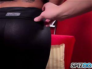 Spizoo - witness Kimberly Kendall pummeling a giant shaft