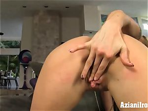 sport model gets nude and fondles her puss