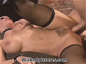 mistress Nicole Aniston manages her dude