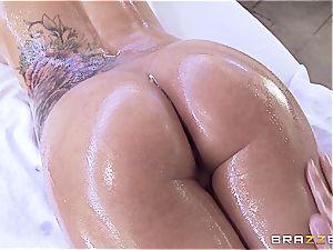 big-boobed Peta Jenese receives gonzo massage