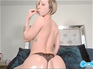 Buttplugged honey fingers