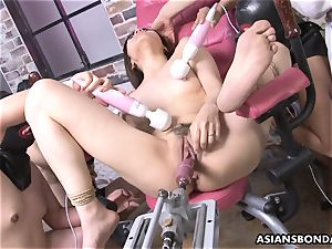 porking her with a hookup machine and victims go bananas