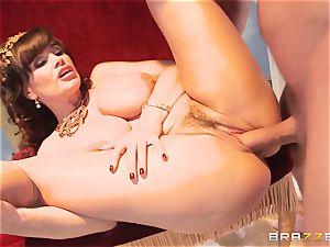 Divine mature Lisa Ann tests gigantic trouser snake on Olympus
