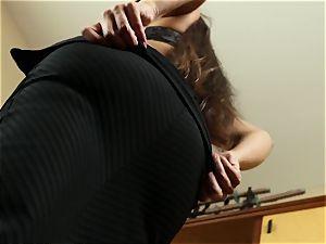 Working woman Mercedes Carrera The Key Sn trio