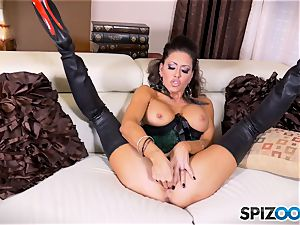 brunette hotty Jessica Jaymes messes with her beautiful minge