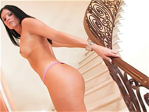 India Summers gets too insatiable and gets a sumptuous visitor